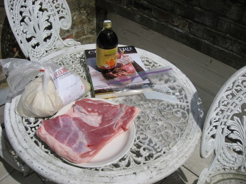 Photographing meat on the balcony is not weird